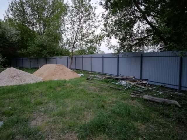 Благодаря помощи неравнодушных людей, мы поставили забор!